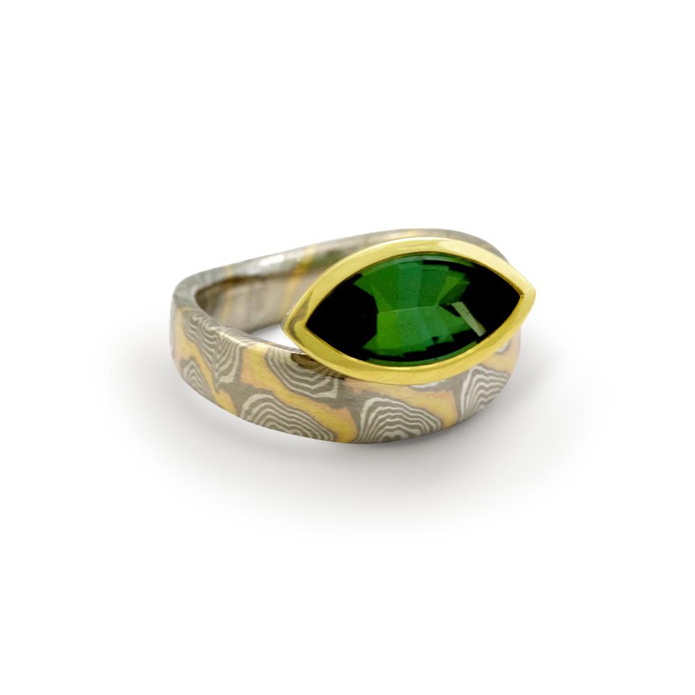 Ring - Mokume Gane und tiefgrüner Turmalin