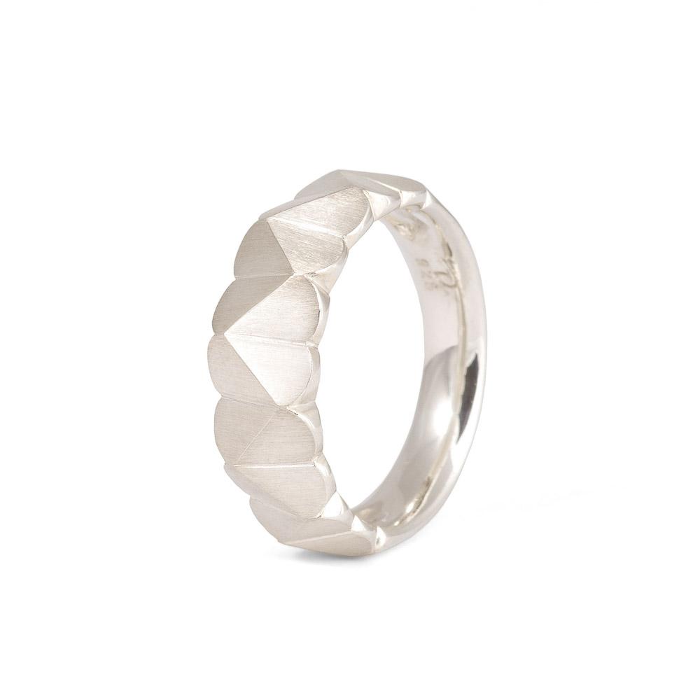 Breiter Silberring aus der Kollektion Herzblatt