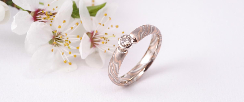 Mokume Gane Verlobungsring mit Diamant