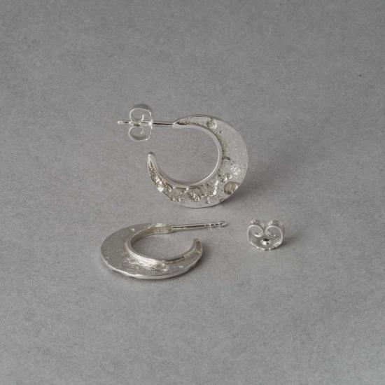 Kleine Statement Creolen Mond aus Silber