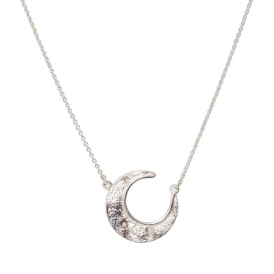 Zarte Collier-Kette aus Silber mit Mondsichel als Anhänger